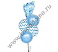 ножка и круглые шарики в букете шаров на выписку